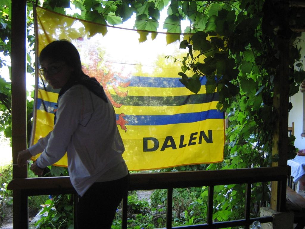 Vlag van Dalen hangt in het St. Marinaklooster