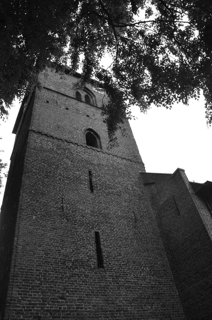 Toren, kerk in Dalen